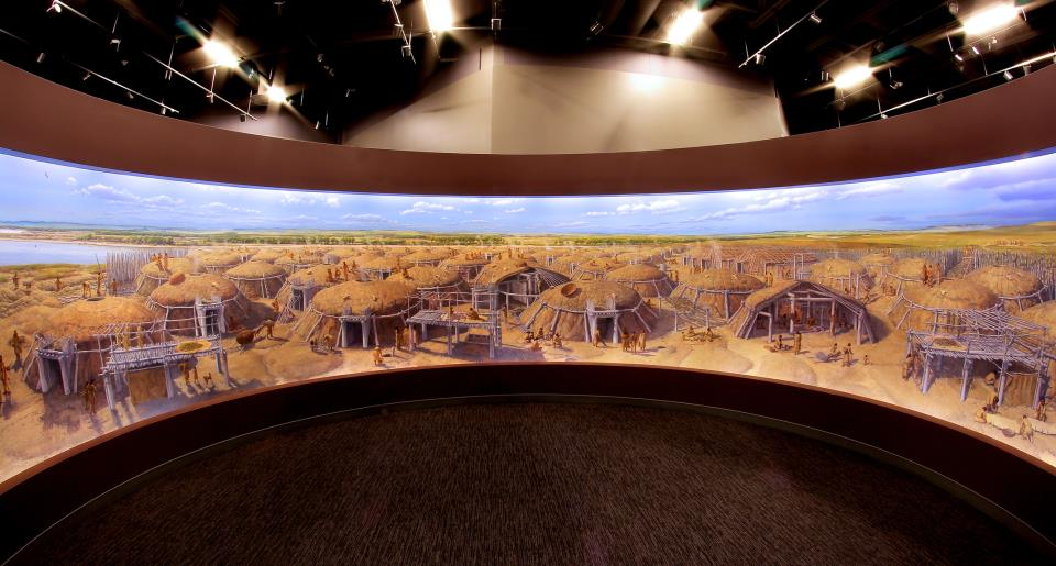 Double Ditch Indian Village mural cyclorama in the Innovation Gallery: Early Peoples