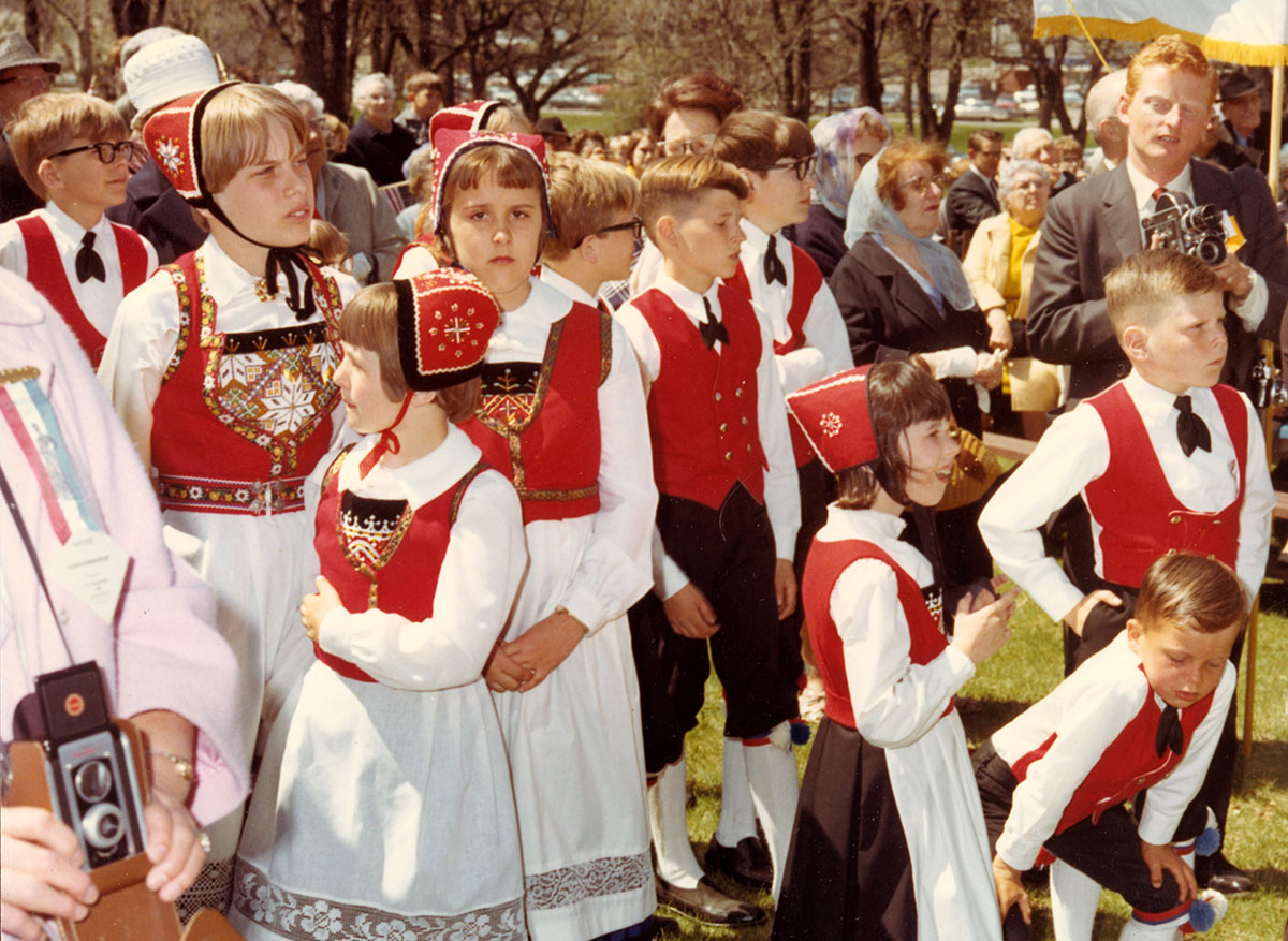 Group of childred dressed in Norwegian garb